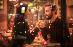 Comment flirter avec un homme sans avoir l'air désespéré